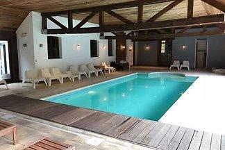 Modernes Herrenhaus in Spa mit eigenem Pool