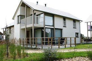 Komfortable Villa in einer Seenlandschaft, mi...