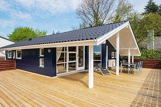 Prachtig vakantiehuis in Bjert met een terras