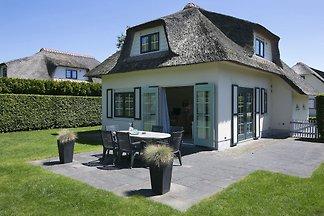 Neu gestylte Villa mit Geschirrspüler, 1 km v...