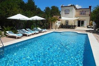 Eine schöne Villa für sechs Personen in der N...