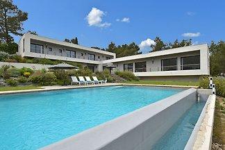 Moderne und besonders luxuriöse Villa mit 4 S...