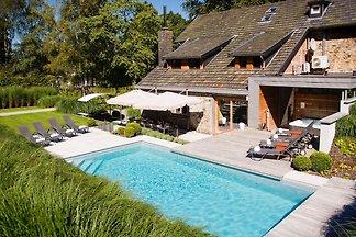 Attraktive Ferienwohnung mit Pool in Spa