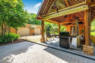 Schönes Ferienhaus in Hoeselt mit umzäuntem G...