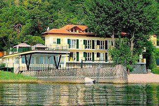 Ferienwohnung für 8 Personen in Meina am Lago...