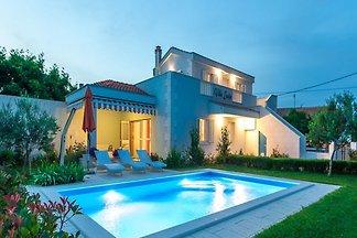 Schöne Villa in Vrsi mit Garten