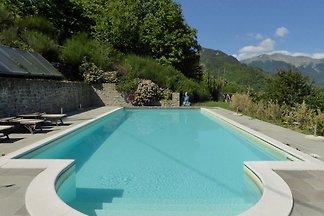 Spazioso chalet con piscina a Cutigliano