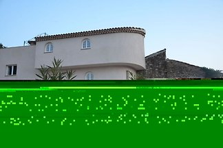 Schönes Haus mit Geschirrspüler nahe dem beli...