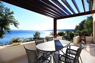 Geräumige Villa in Maslenica mit Terrasse