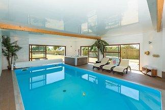 Luxuriöse Villa mit Hallenbad in Brignogan-Pl...