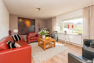 Modernes, in Flussnähe gelegenes Ferienhaus i...