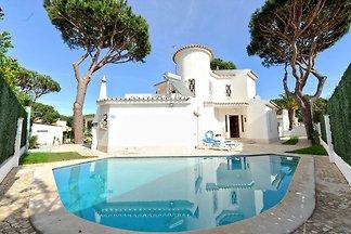 Villa im typisch portugiesischen Stil, ruhige...