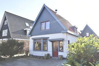 Komfortables Ferienhaus in Bergen in Waldnähe
