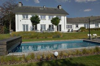 Großzügige Villa mit Swimmingpool in Theux