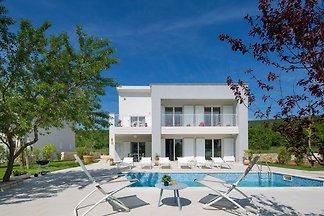 Exklusive Villa in Stanišovi mit Swimmingpool