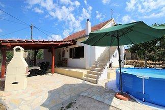 Gemütliches Ferienhaus in Skradin mit private...