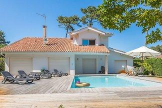 Luxuriöse Villa mit Privatpool, 400m vom Stra...
