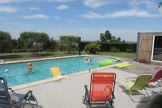 Moderne Villa mit Swimmingpool in Nailloux