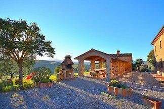 Malerisches Bauernhaus in Peccioli mit Schwim...