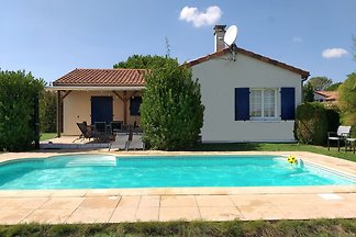 Detached villa with large garden near beautif...