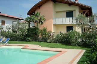 Caldo appartamento con giardino e bella vista...