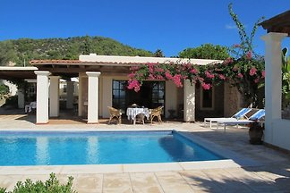 Bella villa a Cala D'Hort con piscina privata