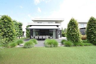 Moderne Villa in Harderwijk mit Whirlpool