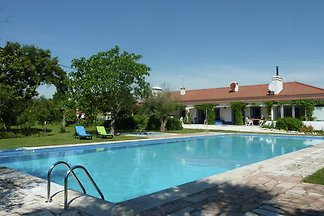 Lux. Cottage mit Gem.-Pool und Garten in Mon.