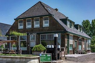 Geräumiges Ferienhaus am See in Friesland