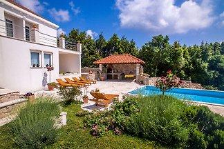 Luxuriöses Ferienhaus mit privatem Pool in Mo...