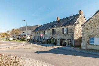 Einfaches Ferienhaus in St-Laurent-sur-Mer mi...