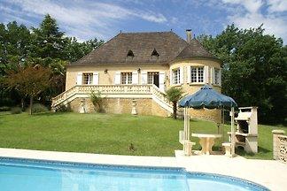 Schöne Villa mit Tennisplatz in der Dordogne,...