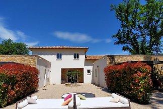 Moderne Villa mit Swimmingpool in Montauroux...