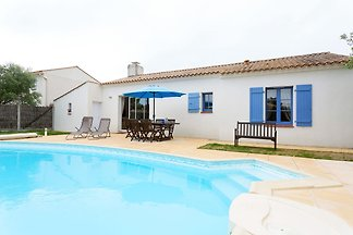 Luxuriöse Villa mit Geschirrspüler, nur 3,5 k...