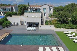 Luxuriöse Villa in Roquebrune-sur-Argens mit...