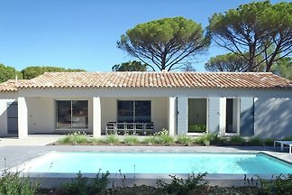 Villa with air conditioning, private pool in ...