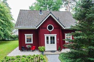Gemütliches Waldhaus mit einem Holzofen in...