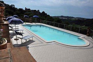 Aufwändige Villa mit Schwimmbad und Grill