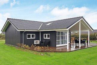 Gemütliches Ferienhaus in Lemvig mit Terrasse