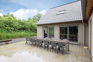 Komfortables Ferienhaus in Somme-Leuze mit...
