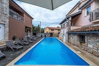 Modern apartment Noa II in Villa Valtrazza wi...