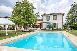 Modernes Landhaus mit Swimmingpool  Pool in R...