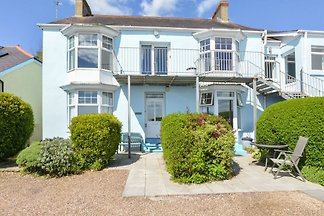 Lovely apartment right on the sea in Saunders...