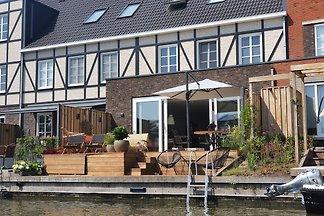Ideales Einfamilienhaus am Wasser