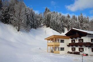 Malerisches Ferienhaus mit Terrasse in...