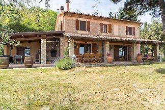 Ruhige Villa mit Swimmingpool in Montefelcino