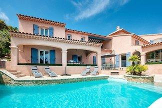 Luxusvilla in Les Issambres mit Pool und...