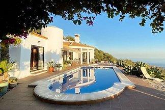Lauschige Villa in Arenas mit privatem Pool