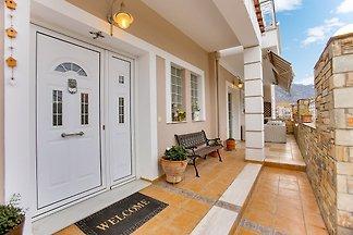 Lavish Villa in Volos close to the beach and ...