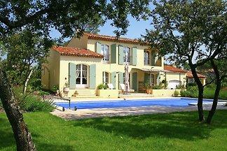 Große Villa mit eigenem Pool zwischen Provenc...